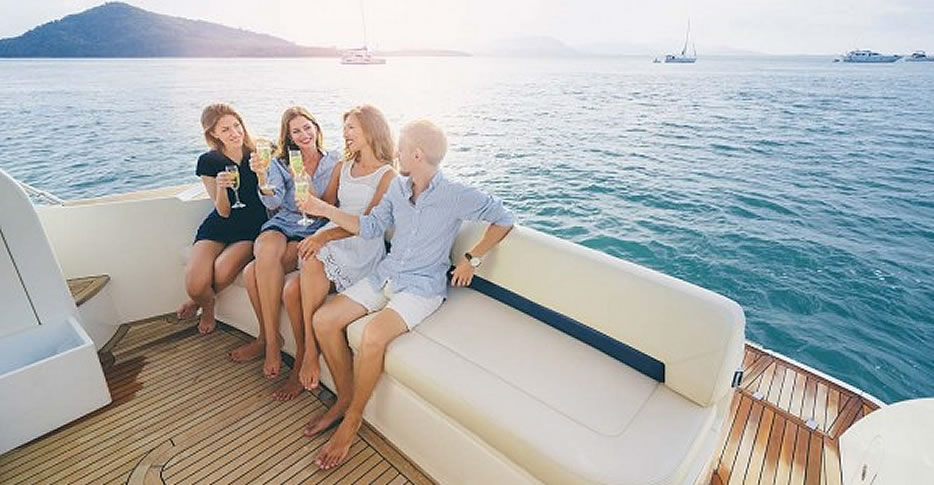 Private boat trips with family and friends
